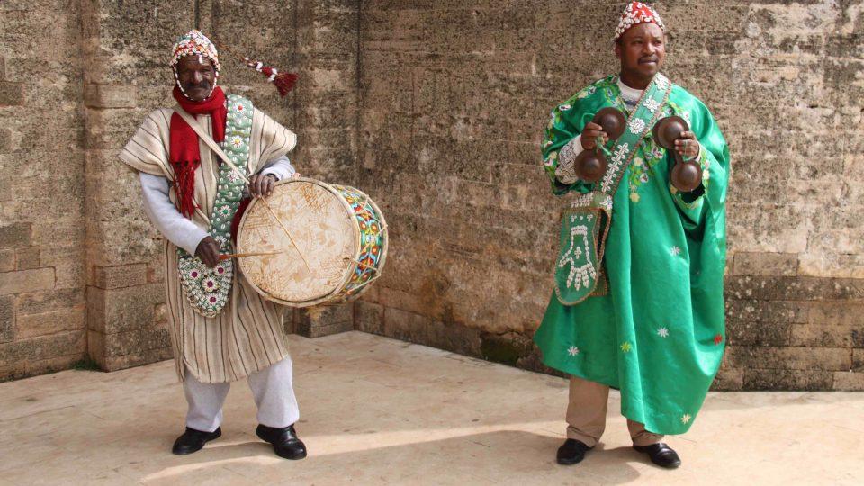 Turistům při odchodu zahrají maročtí hudebníci
