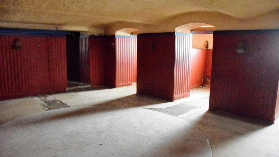 Sklep sloužil dříve jako závodní klub Tatry. V prostorách bude znovu restaurace
