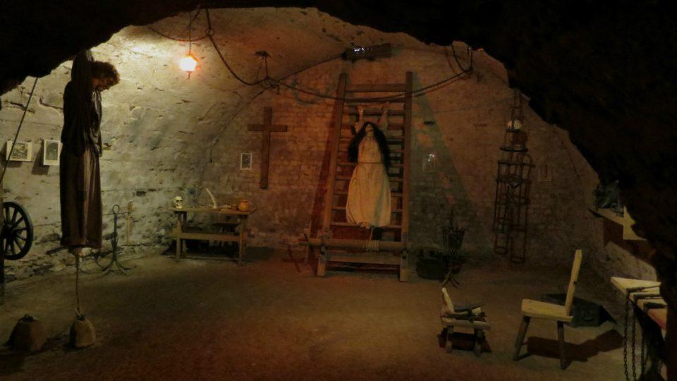 Ve sklepení moravskotřebovského zámku najdete expozici středověké tortury