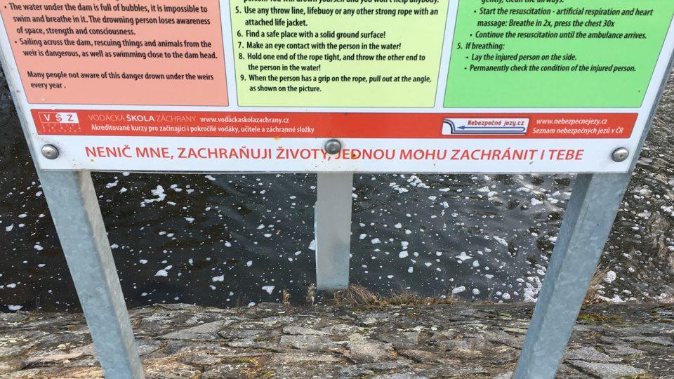 V Janderově po záchranné podkově zůstal jen prázdný hák a cedule