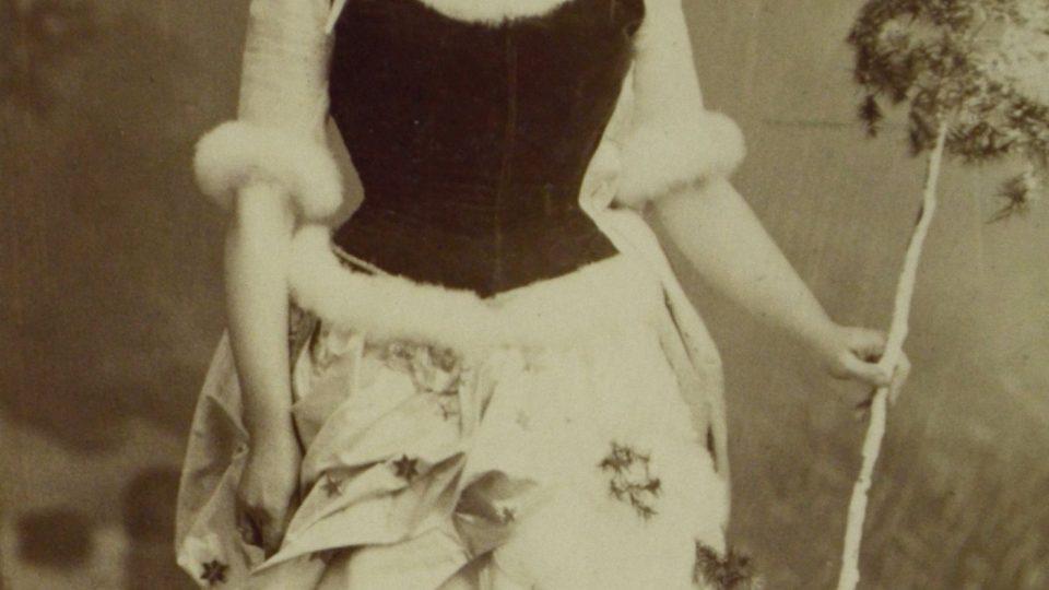 Zima, paní Doubková. Foto Dvořák a Roškota, 80. léta 19. století