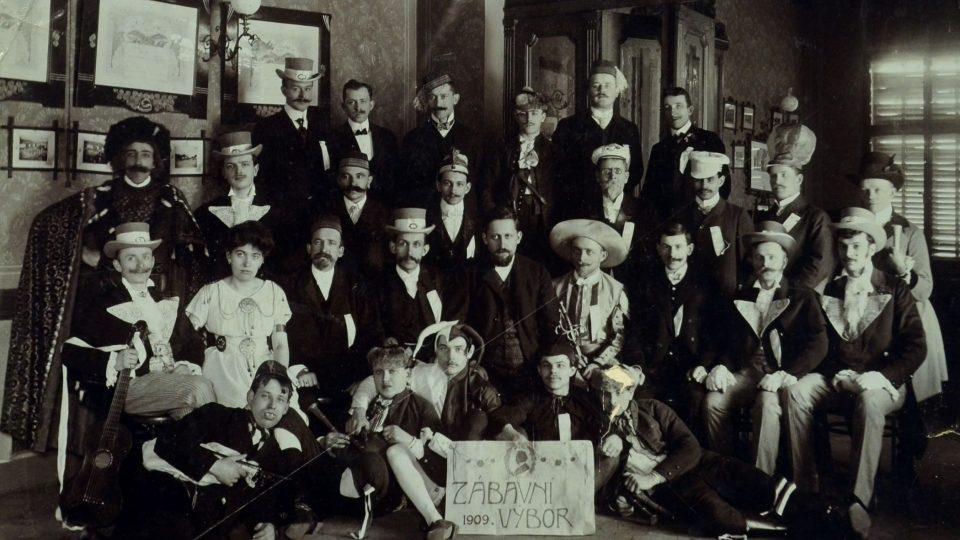Šibřinky Sokola v roce 1909