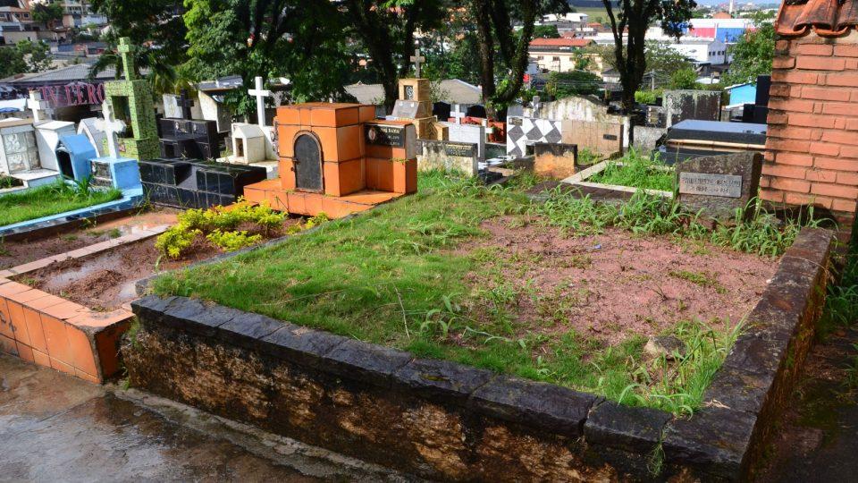 Hrob na hřbitově v Embu das Artes, kde byl pohřben Josef Mengele v roce 1979. O 6 let později ho exhumovali a potvrdili jeho identitu.