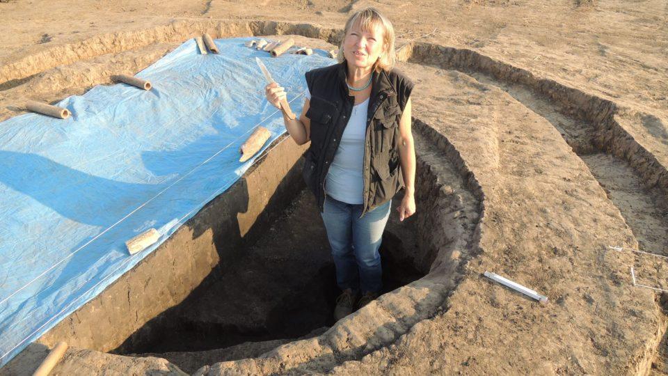 Kostelec hrob - archeoložka Martina Beková