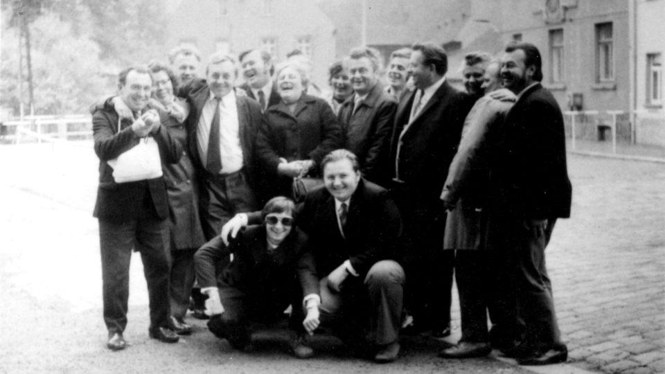 Členové dechového orchestru na zájezdu v německém Frohburgu v roce 1976