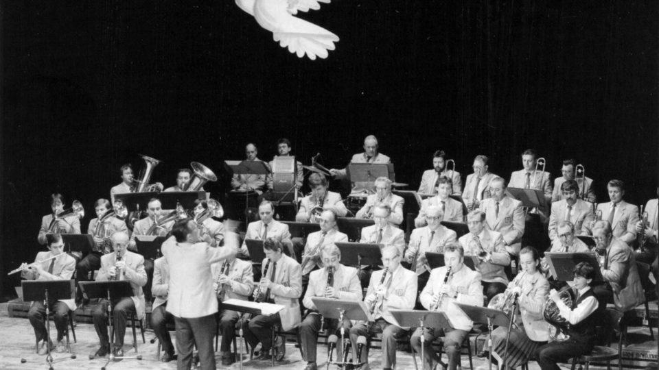 Vystoupení holického dechového orchestru v květnu 1989