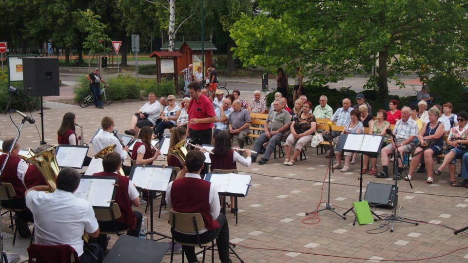 Promenádní koncert v Holicích v létě 2016