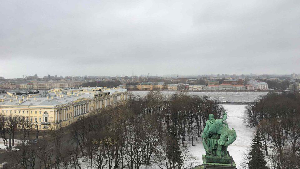 Pohled z ochozu chrámu sv. Izáka v Petrohradu