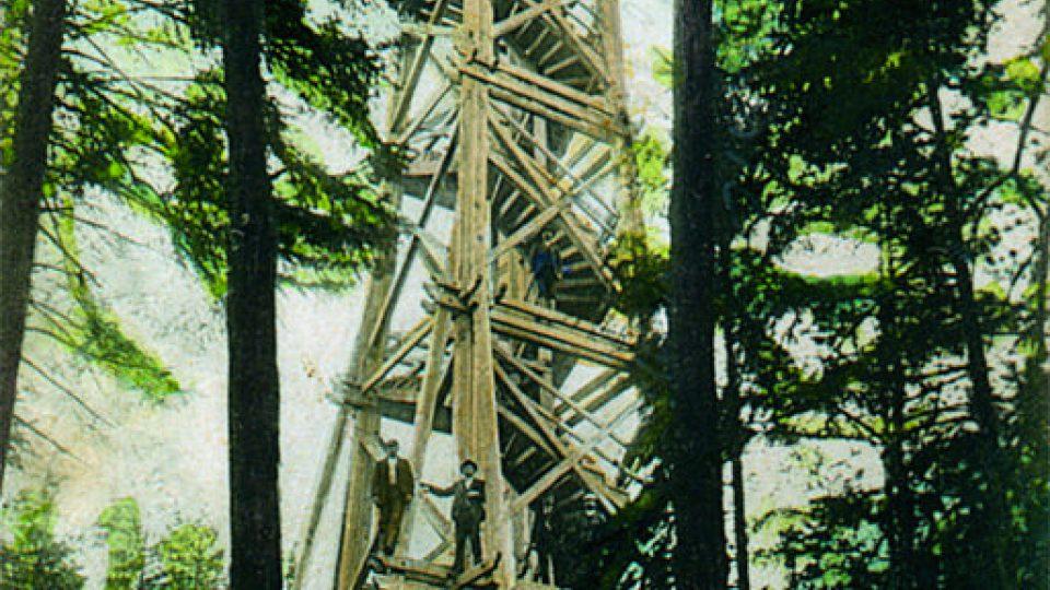 První rozhledna, postavená v roce 1905, shrořela v roce 1918.jpg