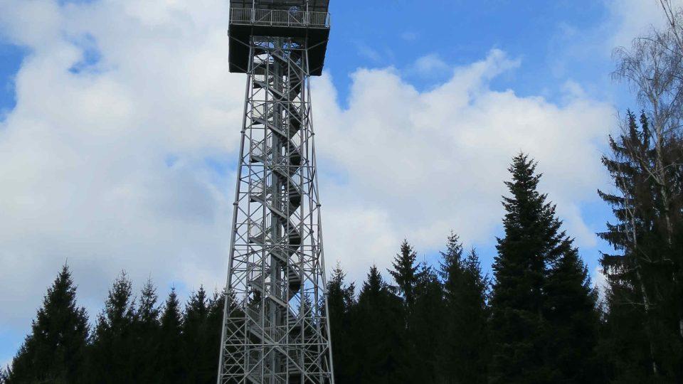 Rozhledna na Andrlově chlumu se vypíná do výšky 52,4 m.JPG
