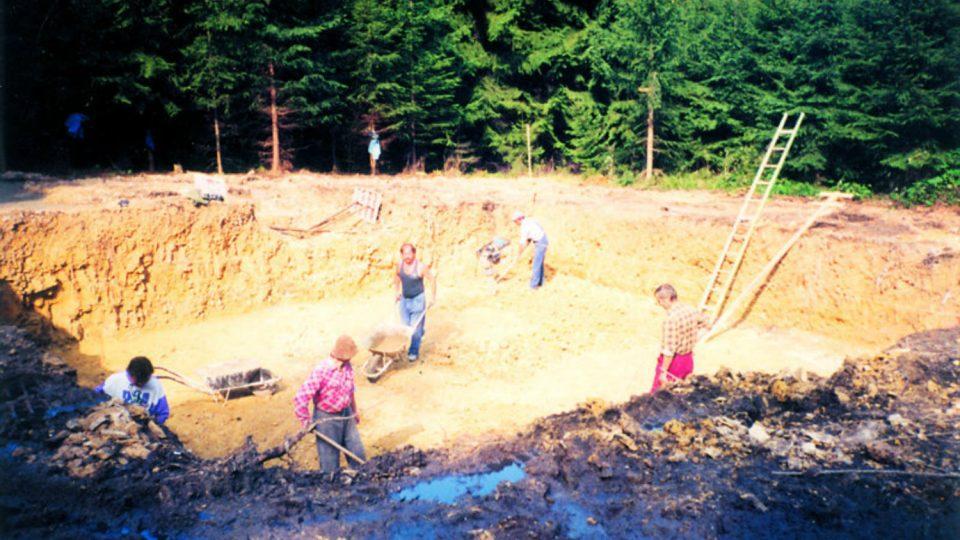 Terénní úravy pro stavbu třetí rozhledny začaly na podzim v roce 1995.jpg
