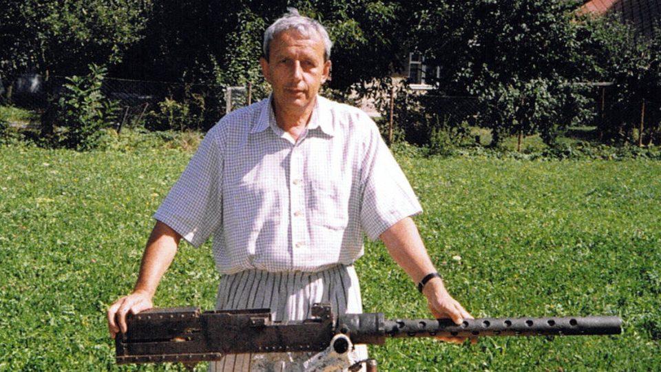 S nákladem pum letěli na Berlín a zřítili se ve východních Čechách - Libor Pařízek s nálezem v roce 1999