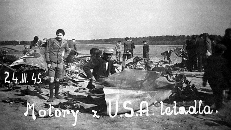 S nákladem pum letěli na Berlín a zřítili se ve východních Čechách