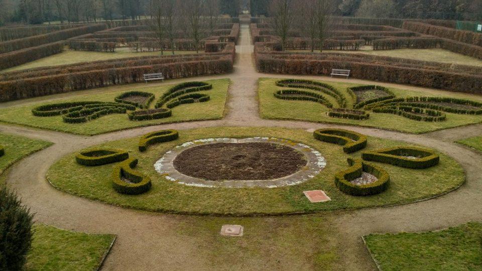 Park za chroustovickým zámkem má podobu francouzské zahrady