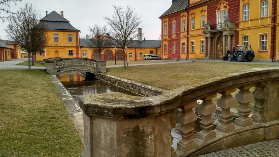 V chroustovickém zámku je učiliště už přes padesát let