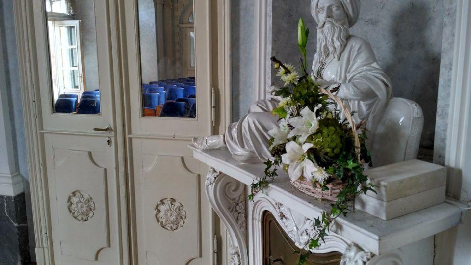 Zrcadlový sál v chroustovickém zámku