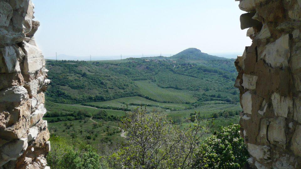 Pohled ze zříceniny hradu Kamýk u Litoměřic