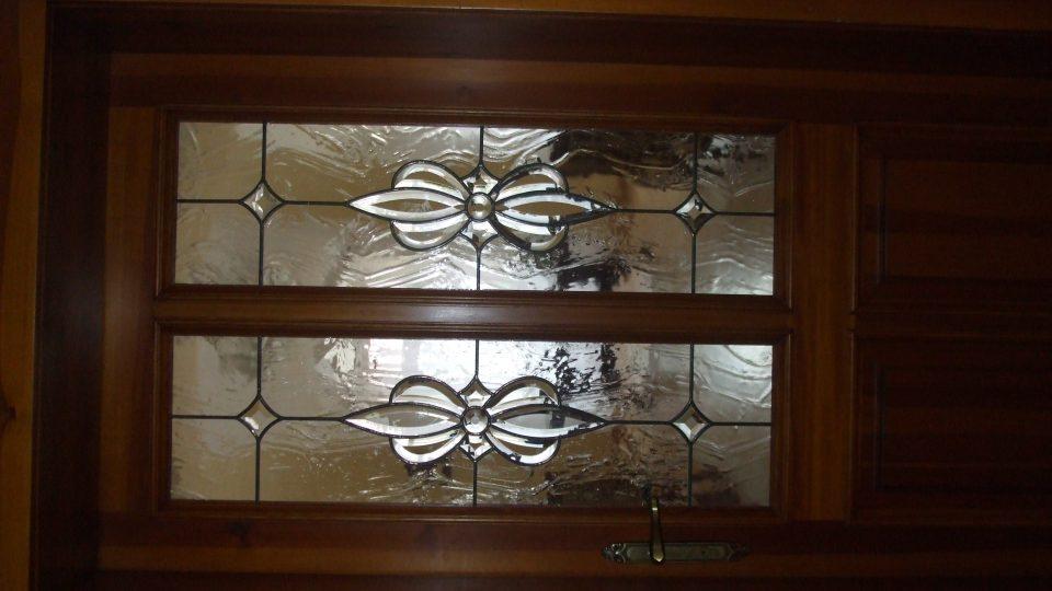 Liběšice - dveře obřadní síně