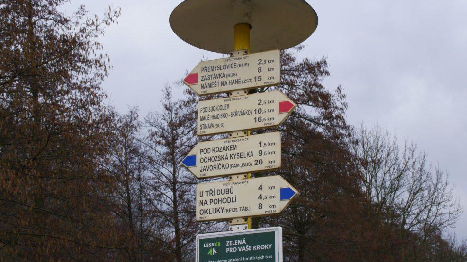 Stražisko je také křižovatkou turistických stezek