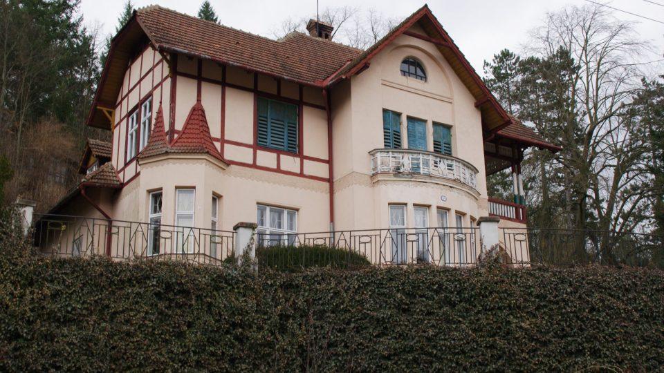 Vila profesofa Otto Wichterleho, který zde trávil každou volnou chvilku