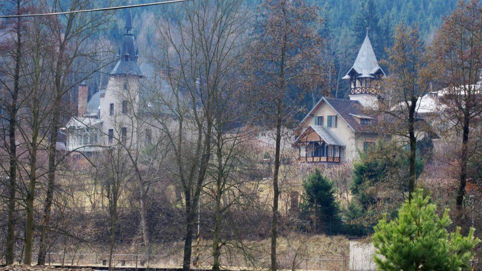 Vily pro letní bydlení si ve Stražisku začali bohatí obavytelé okolních měst stavět už na přelomu 19. a 20. století