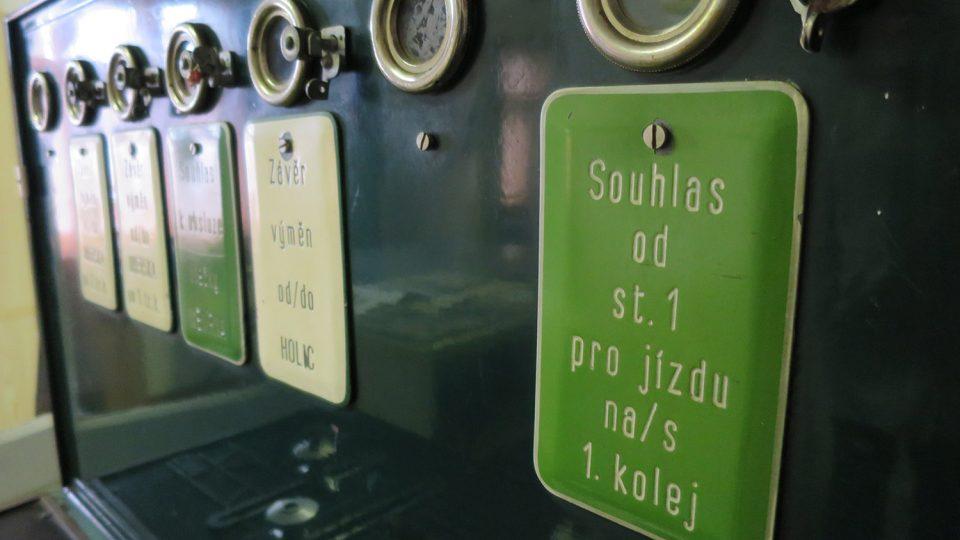 Historické bezpečnostní zařízení provozu vlaků sloužilo kdysi v Moravanech