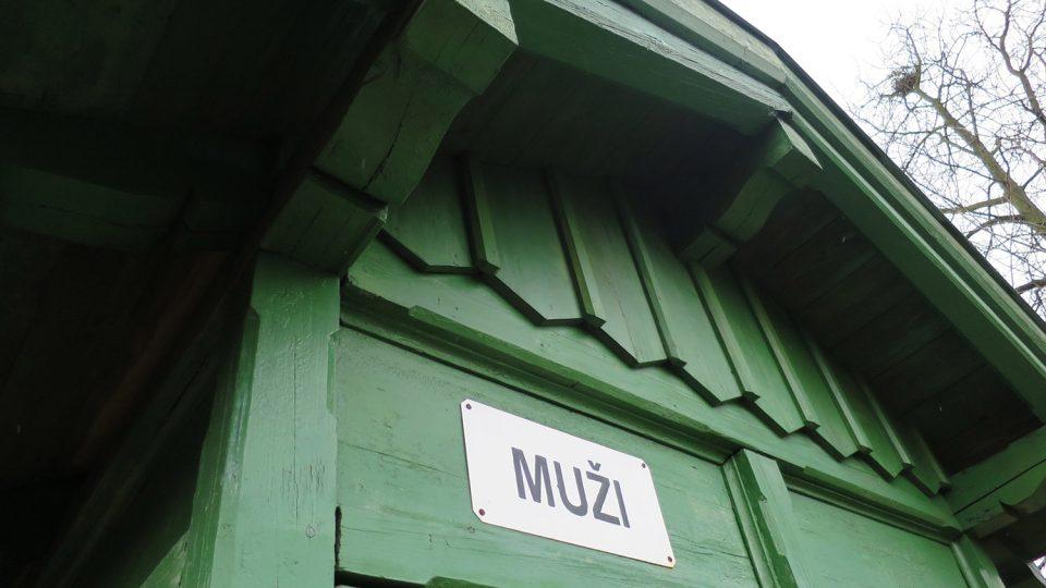 Ve venkovní expozici železničního muzea uvidíte i historické veřejné záchodky