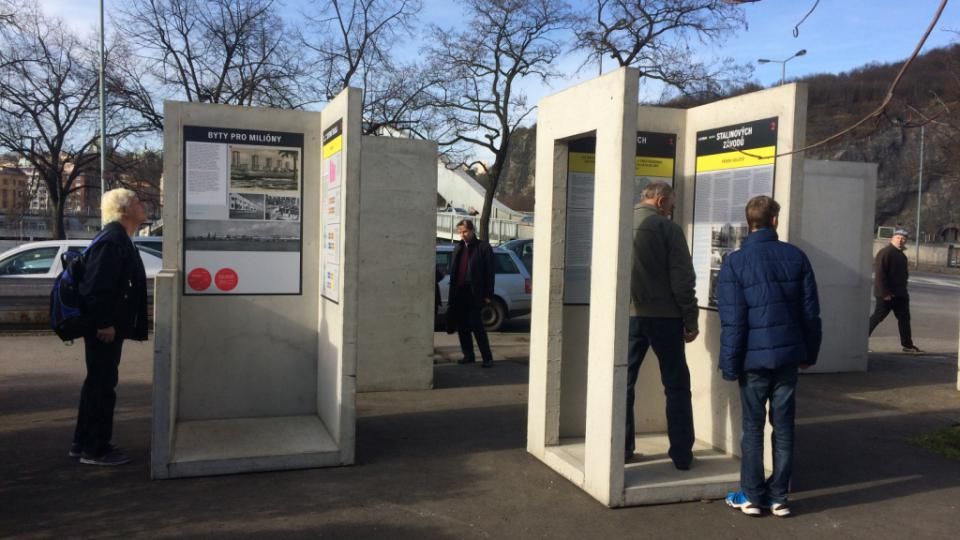 Venkovní výstava na ústeckém Střekově představuje pět urbanisticky výjimečných sídlišť v Ústeckém kraji