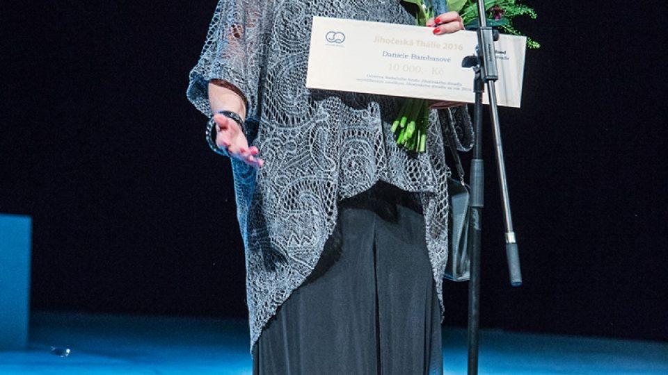 Daniela Bambasová (uprostřed) získala cenu diváků pro nejoblíbenější herečku Jihočeského divadla