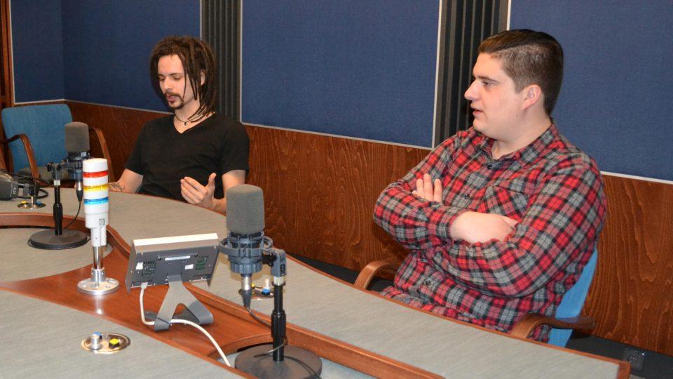 Tomáš s Romanem ve studiu při natáčení Harendy
