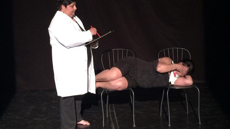 Elena: doktor sděluje