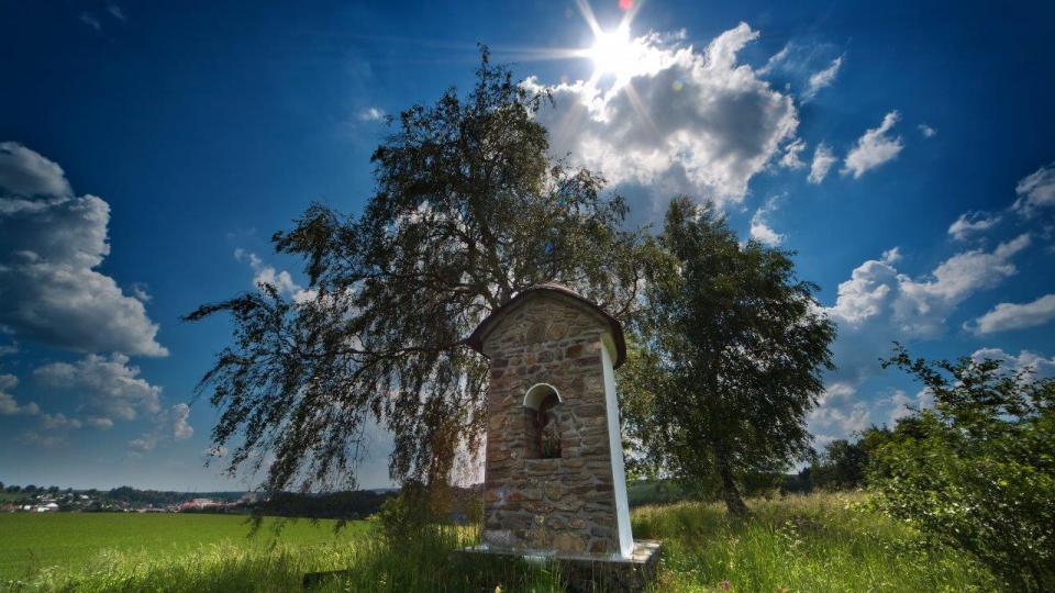 Boží muka na místě zvaném U kostelíčka. Tady údajně bývalo Bystré už v 11. století