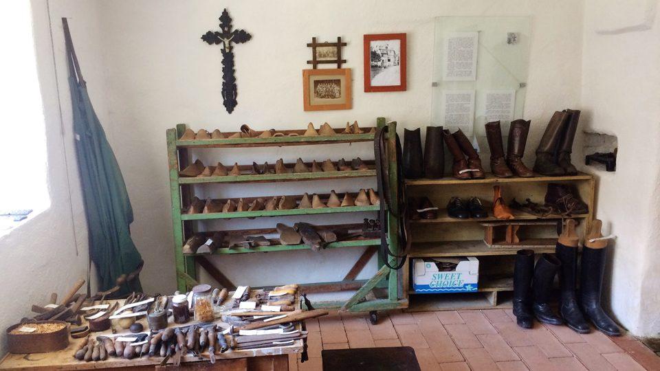 V Bystrém bývalo okolo 600 ševců, dnes si je připomínají v ševcovské světničce v tamním muzeu