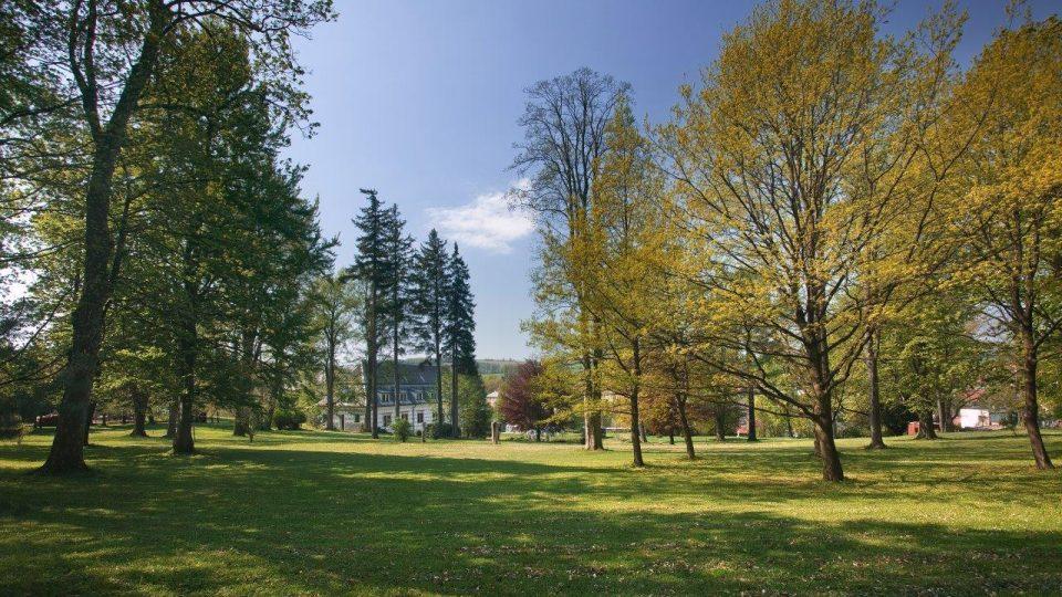 Zámecký park v Bystrém