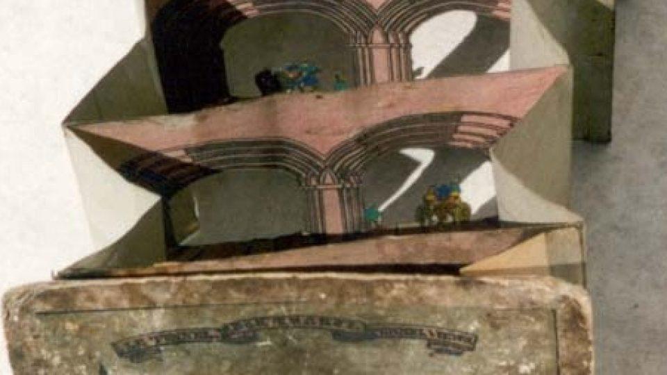 """Perspektivní kukátko, zvané """"londýnský tunel"""". Datováno kolem roku 1830. Darovala 10. 3. 1937 paní Anna Benešová"""