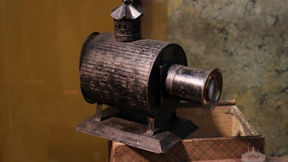 Plechová laterna magika. Kolem roku 1860