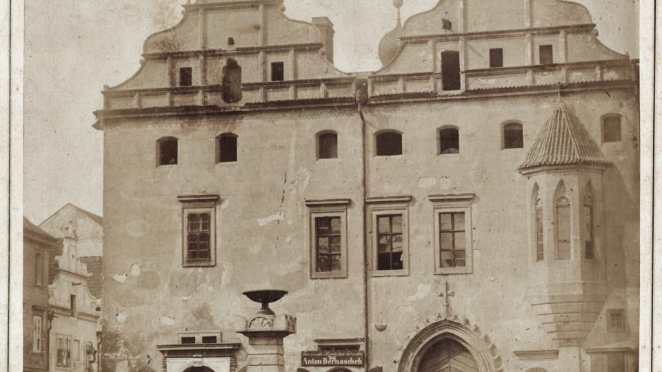 Pozdně gotický Říhovský dům před demolicí v roce 1859