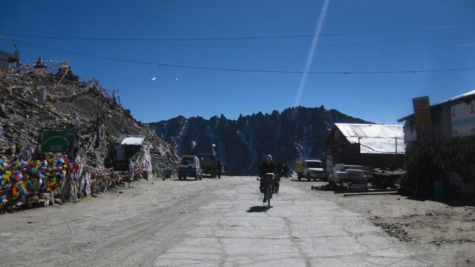 Zuzčin příjezd do sedla Khardung La
