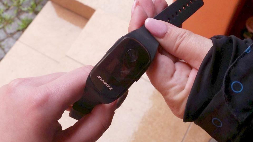 Zaměstnankyně broumovského Úřadu práce nosí speciální bezpečnostní náramky. Přivolají jim pomoc