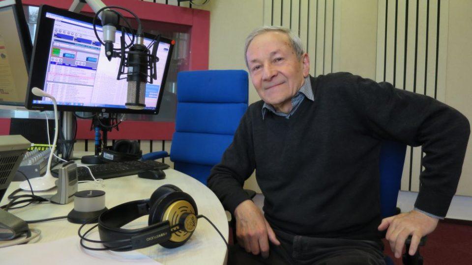 Herec a muzikant Jiří Vyšohlíd ve studiu Českého rozhlasu Hradec Králové