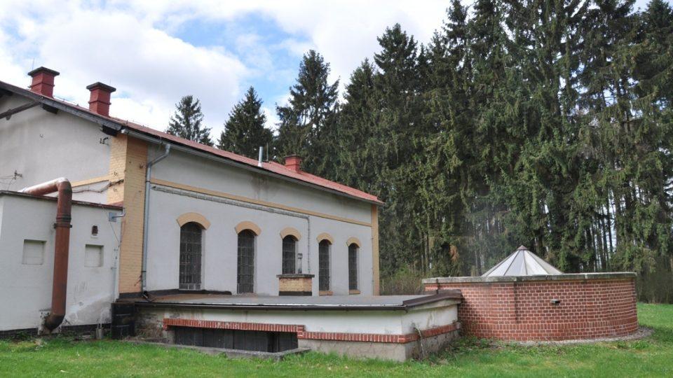 Vrchlík centrální studny v Nemošicích