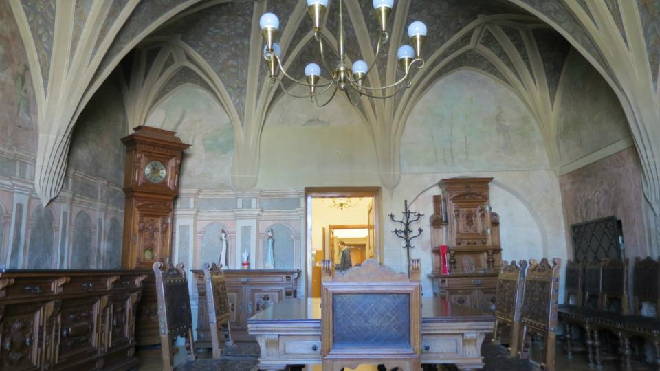 Síň konšelů s renesanšní klenbou a freskovou výzdobou