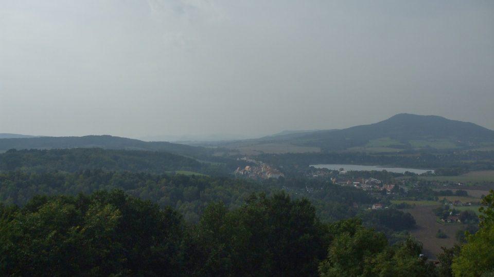Výhled na jezero Chmelař