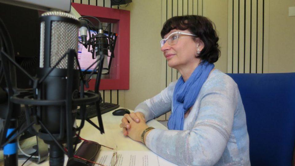 Renata Zemková, ředitelka Domu bez bariér v Hořicích, ve studiu Českého rozhlasu Hradec Králové