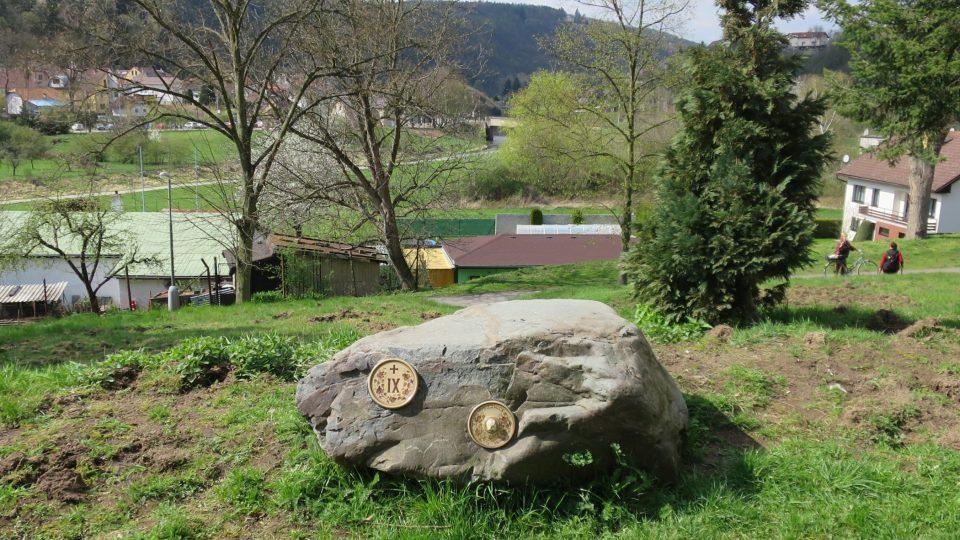 Křížová cesta ve Štěchovicích vznikla s cílem propojit jednotlivé obce spadající pod farnost Štěchovice – Slapy