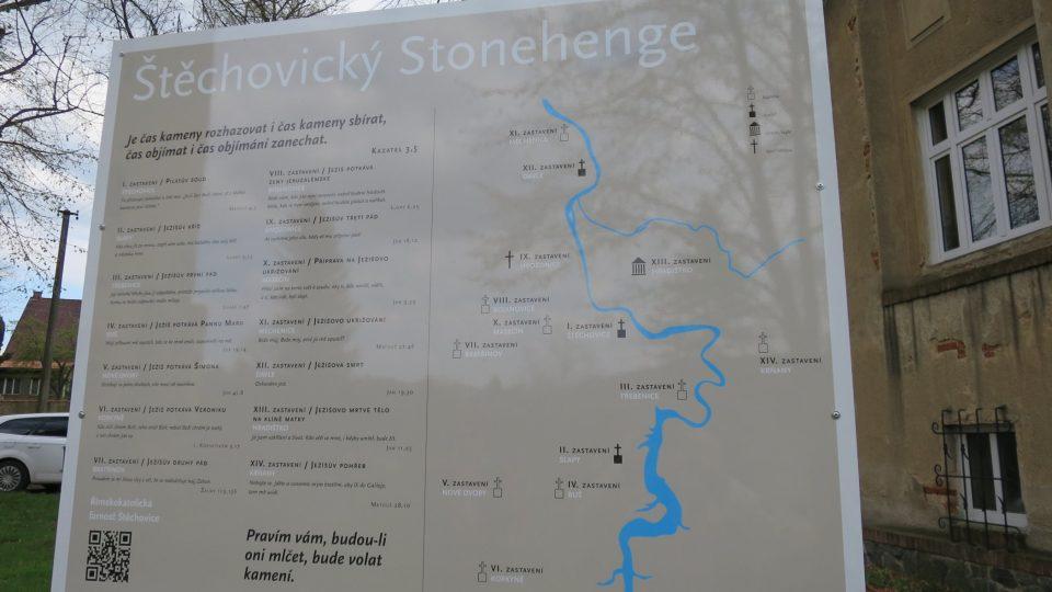 Ve Štěchovicích mají nevšední kamennou křížovou cestu. Připomíná Stonehenge