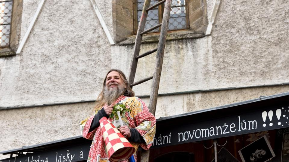 Velikonoční program v centru Českých Budějovic uzavírá nedělní svatba jako oslava vzkříšení
