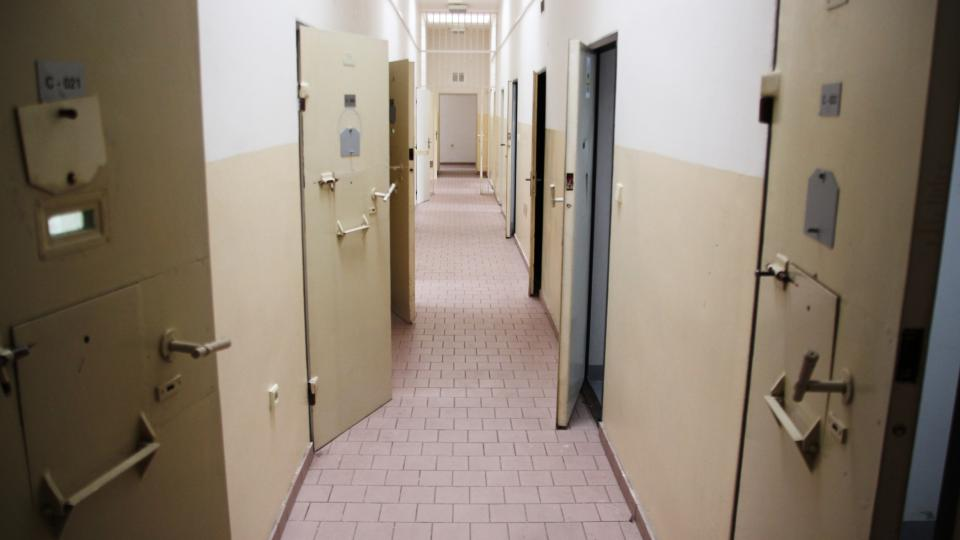 Karlínské kasárny, vězeňské cely, které ještě před rokem využívala cizinecká policie