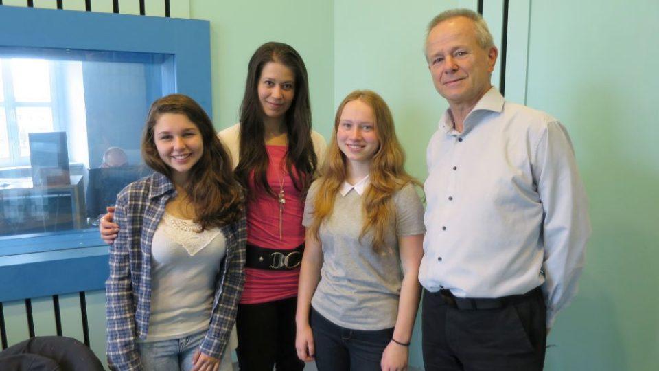 Ondřej Janský, Sára z Belgie a její kamarádka Leticia z Brazílie ve studiu Českého rozhlasu Hradec Králové