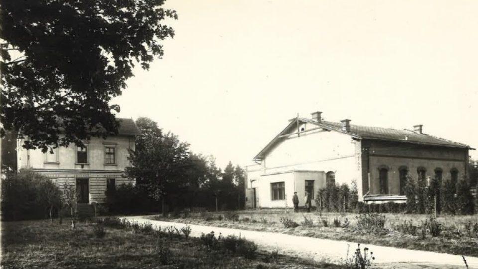 Čerpací stanice v Nemošicích před sto lety